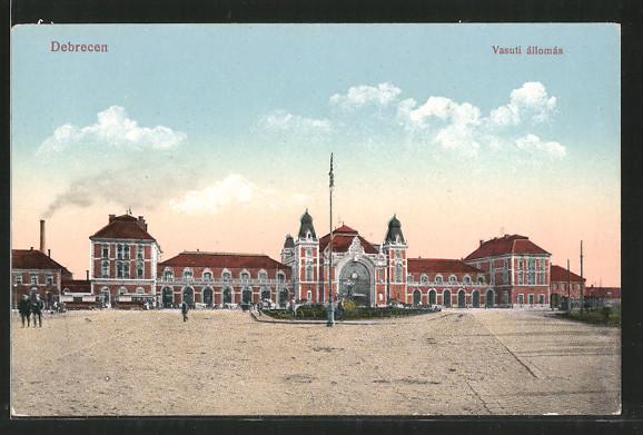 AK Debrecen / Debreczin, Vasuti állomás, Strassenbahn vor dem Bahnhof