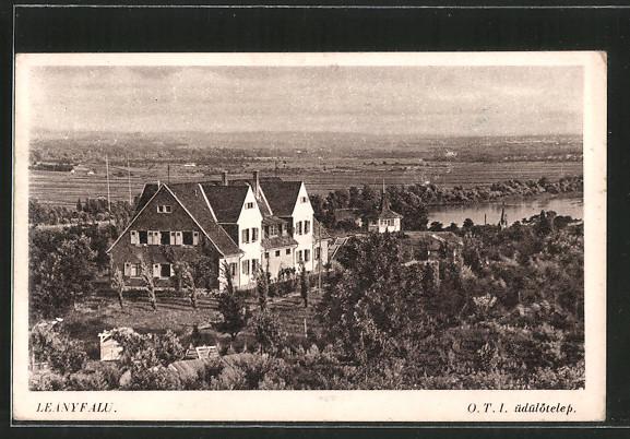 AK Leányfalu, Blick auf ein Haus