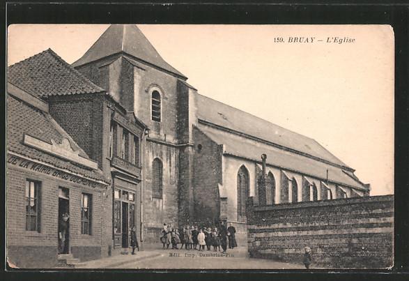 AK Bruay, l'église, Kinder vor Kirche