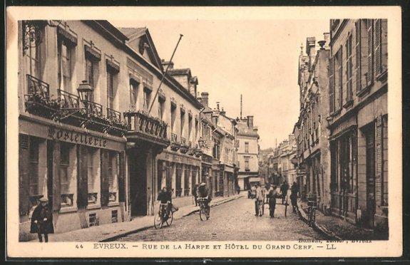 AK Evreux, Rue de la Harpe et Hôtel du Grand Cerf