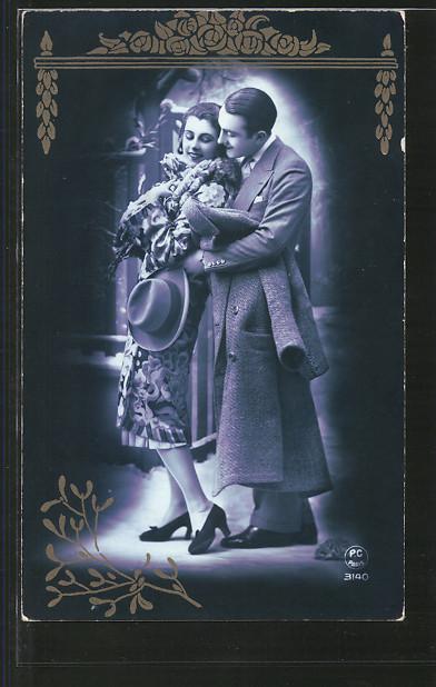 Foto-AK P.C.Paris 3140: Mann mit Hut und Mantel umarmt seine Geliebte