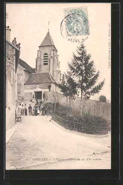 AK Chelles, l'église, Kinder vor Kirche