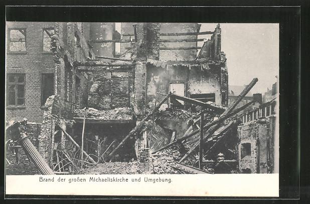 AK Hamburg-Neustadt, Brand der grossen Michaeliskirche und Umgebung, Trümmer eines Hauses