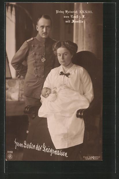 AK Prinz Heinrich XXXIII. von Reuss in Husarenuniform mit seiner Familie
