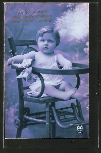 Foto-AK A.Noyer NR 1297: kleines Kind sitzt auf einem Stuhl