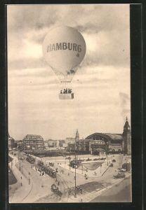 AK Hamburg-St.Georg, Ballon über dem Bahnhof, Strassenbahnen