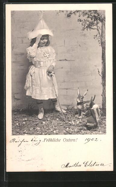 AK Fröhliche Ostern, Mädchen als Ritter verkleidet und Osterhasen