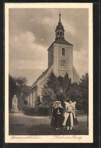 AK Burg, zwei Frauen in Tracht vor der Kirche