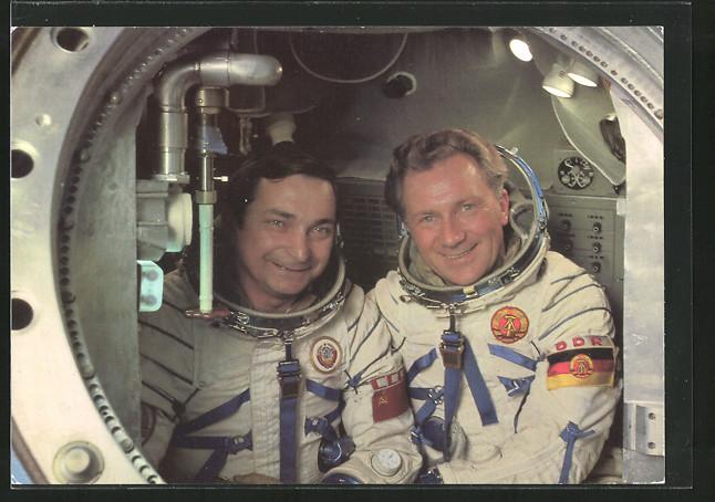 AK Gemeinsamer Kosmosflug UdSSR/DDR, Kosmonauten Waleri Bykowski und Sigmund Jähn im Sojus-Komplextrainer