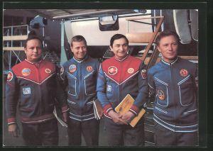 AK Gemeinsamer Kosmosflug UdSSR/DDR, Kosmonauten Bykowski, Jähn, Köllner und Gorbatko bei der Vorbereitung