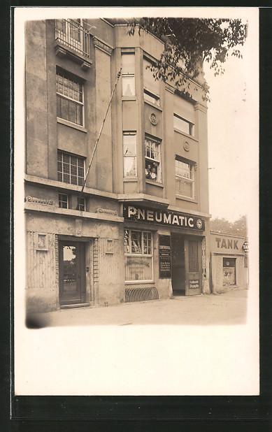 Foto-AK Köln-Neustadt, Tankstelle am Wohnhaus Aachener Strasse114 um 1930