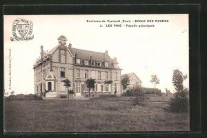 AK Verneuil-sur-Avre, Ecole des Roches, Les Pins, Facade principale