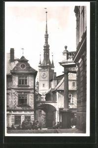AK Olmütz / Olomouc, Schulgasse mit Rathausturm, Skolská ul. s radnicni vezi