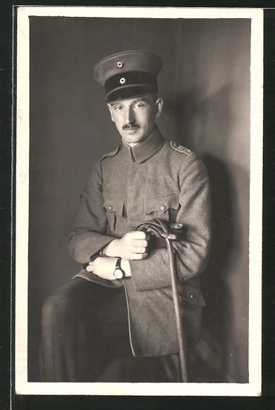 Foto-AK Leutnant von Rgt. 270 mit Dienstuhr