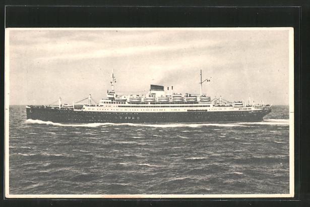 AK Passagierschiff MN Vulcania / MN Saturnia auf See