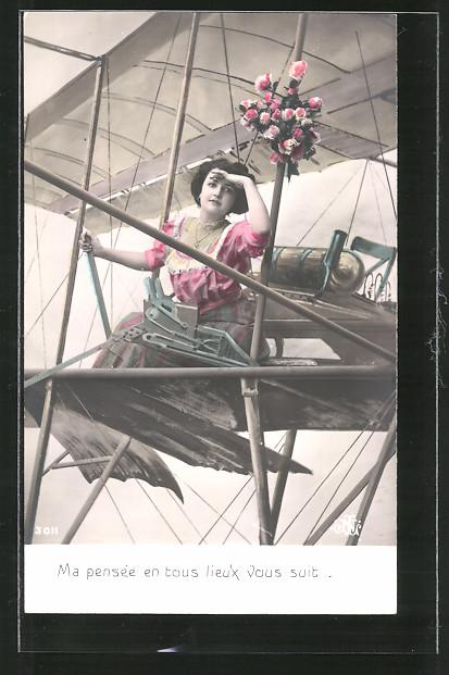 Foto-AK Ma pensée en tous lieux vous suit, junge Dame in Flugzeugkulisse