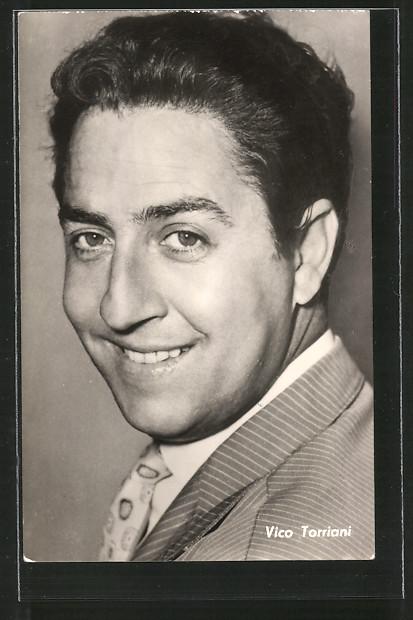 AK Schauspieler Vico Torriani lächelnd in Kamera blickend