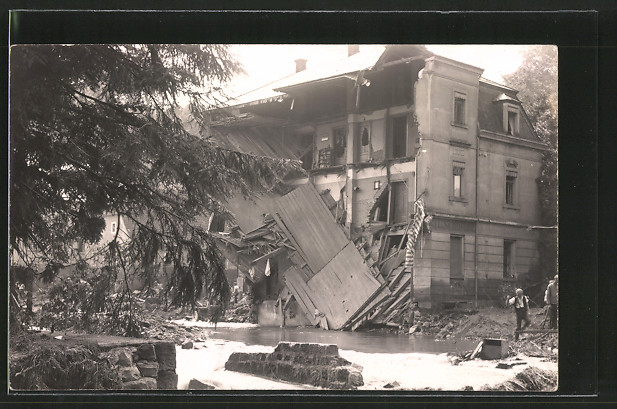 Foto-AK Berggiesshübel, Ruine eines Hauses nach der Hochwasserkatastrophe 1927