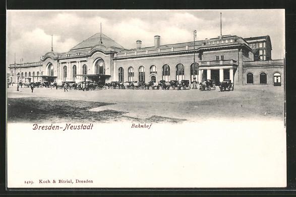AK Dresden-Neustadt, Pferdekutschen vor dem Bahnhof