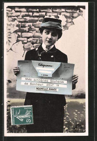 AK Briefträgerin hält ein Telegramm in den Händen, Neujahr