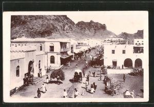 AK Aden, Main Street Crater, Passanten auf der Hauptstrasse
