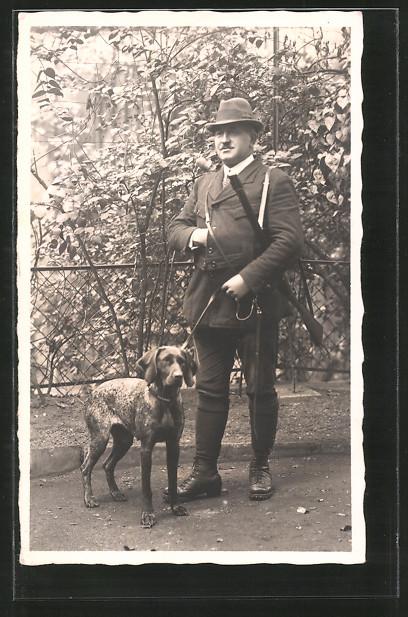 Foto-AK Jäger mit Flinte und Jagdhund
