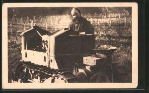 AK Iles des Lérins, Zisterzienser-Bruder Eutrope mit seinem Tractor, Raupe, Caterpillar