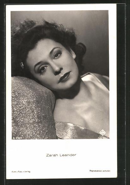 AK Schauspielerin Zarah Leander in verträumter Pose porträtiert