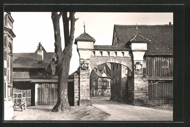 AK Olbernhau-Grünthal, Strassenpartie an einem Tor