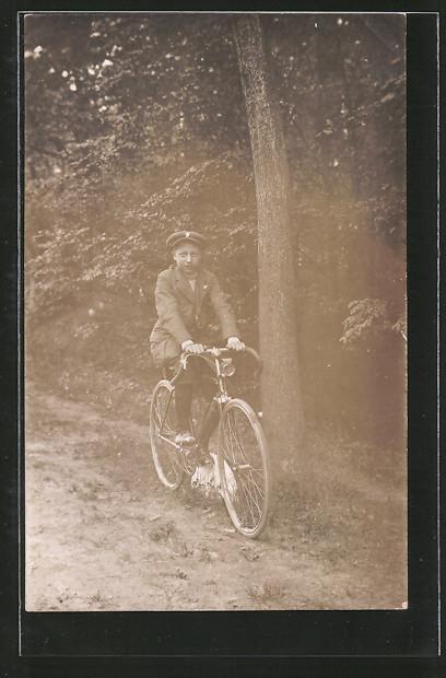 Foto-AK junger Radfahrer auf seinem Fahrrad