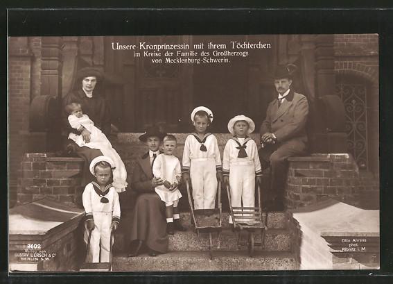 AK Kronprinz Wilhelm von Preussen, Kronprinzessin mit ihren Töchtern, Familie des Grossherzogs von Mecklenburg-Schwerin