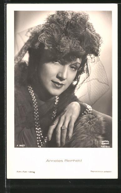 AK Schauspielerin Annelies Reinhold mit Hut und Schmuck posierend