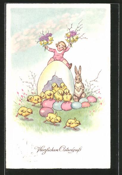 AK Osterhase sitzt neben Ostereiern, Osterküken, Mädchen sitzt auf einem Osterei