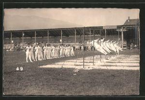 Foto-AK Luzern, Eidgen. Turnfest 1928, Athleten am Reck