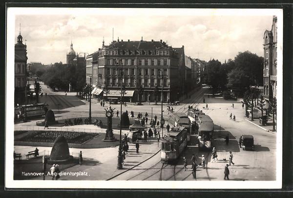 AK Hannover, Strassenbahnen auf dem Aegidientorplatz