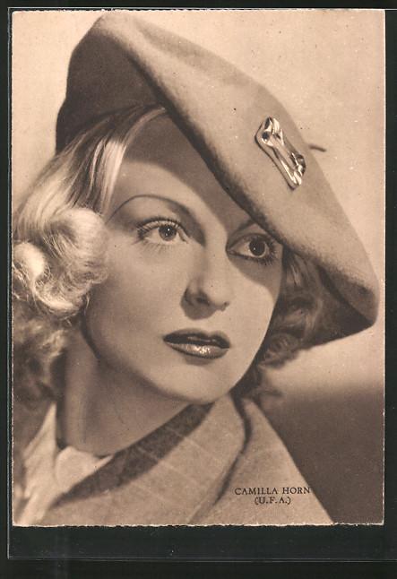 AK Schauspielerin Camilla Horn mit Mütze posierend