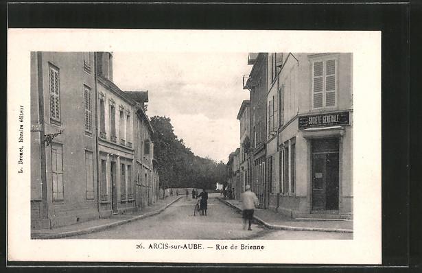 AK Arcis-sur-Aube, Rue de Brienne, Strassenpartie