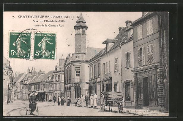 AK Chateauneuf-en-Thimerais, Vue de l'Hotel de Ville prise de la Grande Rue