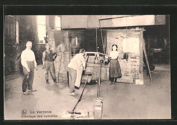 AK La Verriere, Etendage des cylindres, Glasbläserei
