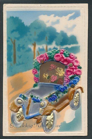 Präge-Airbrush-AK Automobil mit Rosen geschmückt