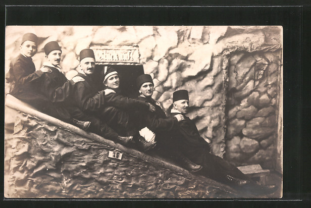 Foto-AK Besucher auf Rutsche in Bergwerk