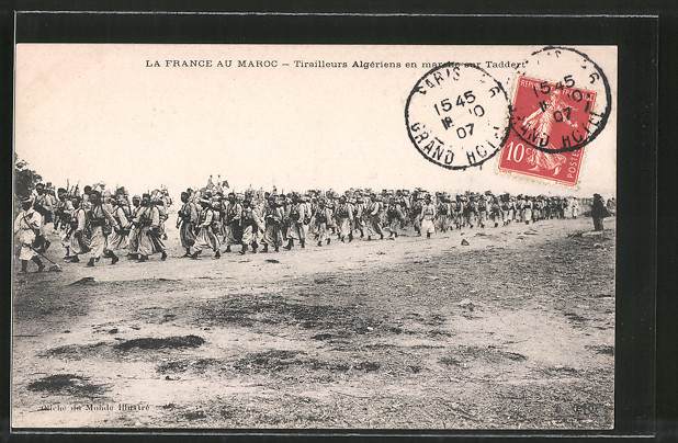 AK Taddey, Tirailleurs Algériens en marche, Algerische Schützen in Marokko