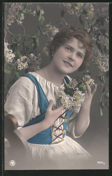 Foto-AK NPG Nr. 7631/1: Mädchen sitzt unter Blüten