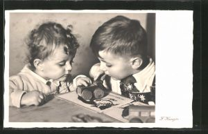 AK Kinder spielen mit Holzspielzeug