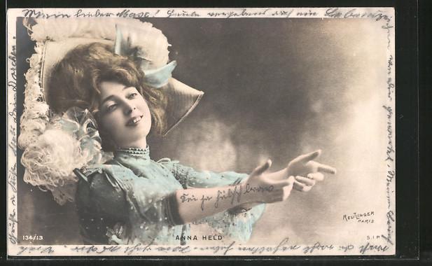 Foto-AK Atelier Reutlinger, Paris: Anna Held, Portrait der Schauspielerin