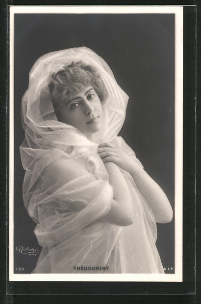 Foto-AK Atelier Reutlinger, Paris: Théodoriny, Portrait der Schauspielerin