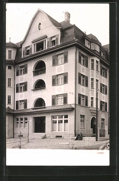 AK Zürich, Blick auf ein mehrstöckiges Haus