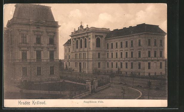 AK Königgrätz / Hradec Kralove, Pospisilova trida, Gebäude an einer Strasse
