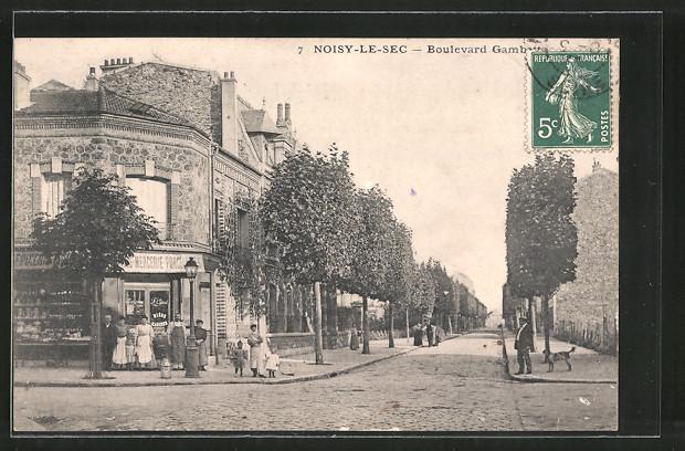 AK Noisy-le-Sec, Boulevard Gambetta mit Passanten, Hund