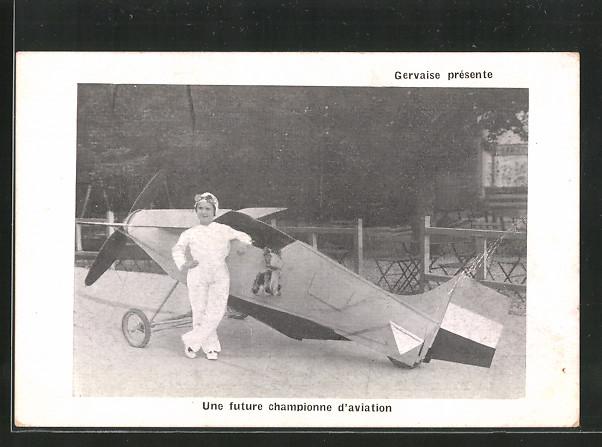 AK Velos de Gervaise, Une future championne d'aviation, Pilotin steht vor ihrem Flugzeug